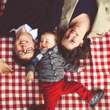 Franek z rodzicami na wiosennym pikniku:) | sesja rodzinna warszawa